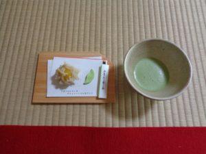 抹茶と沙羅の花をイメージした和菓子