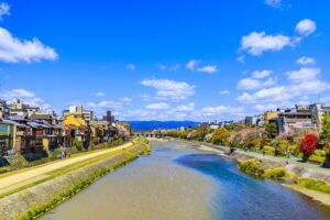 鴨川と京都のまちなみ