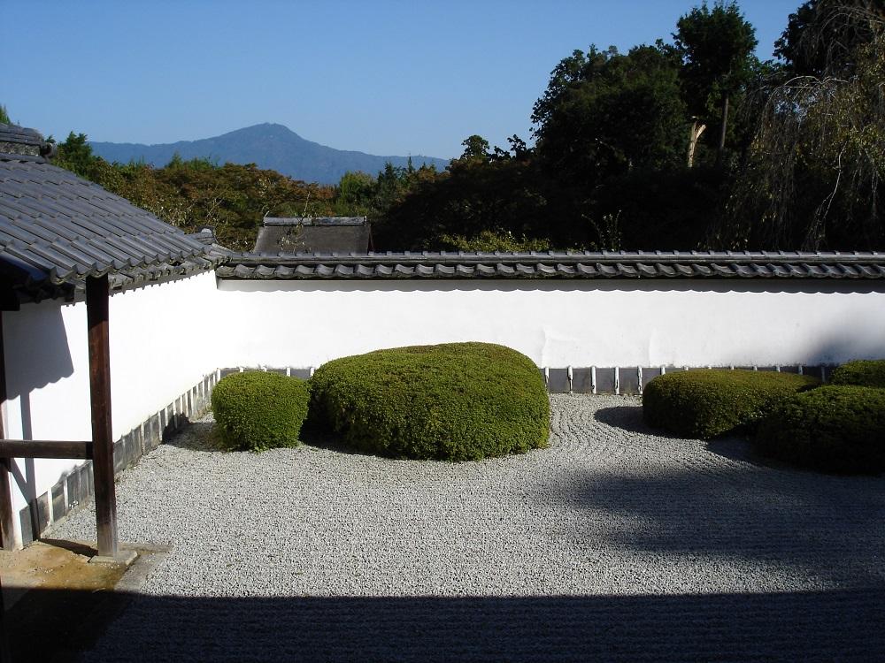 正伝寺 方丈より遠くに比叡山を望む
