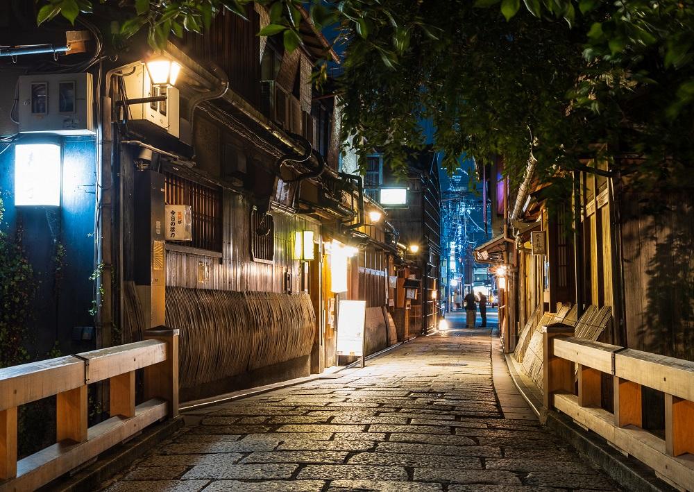 京都 夜の祇園 巽橋界隈